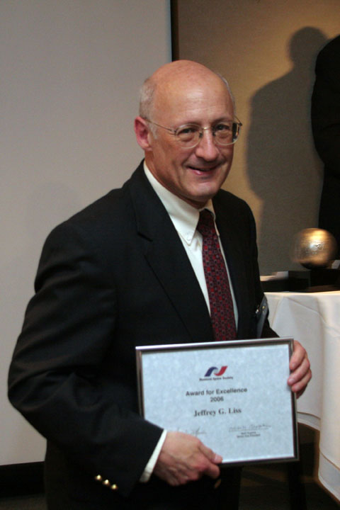 Jeffrey Liss receiving NSS Award for Excellence at 2006 International Space Development Conference
