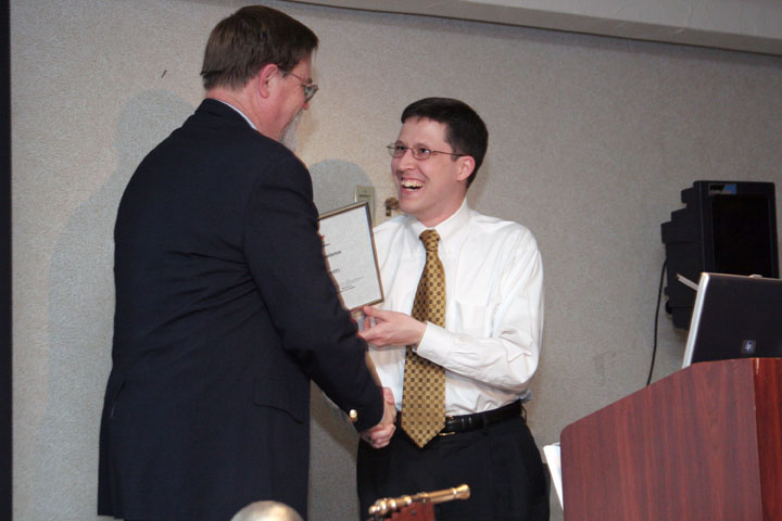 Joshua Powers accepts an NSS Award for Excellence at 2006 International Space Development Conference