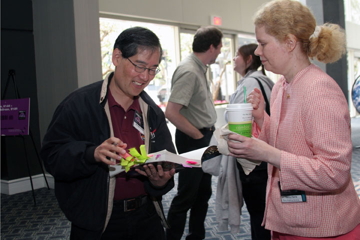 Michael Okuda signs autographs at 2006 International Space Development Conference