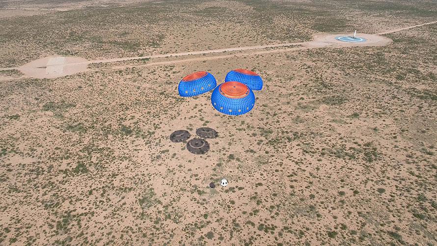 Blue-Origin-New-Shepard-M9-crew-capsule-landing