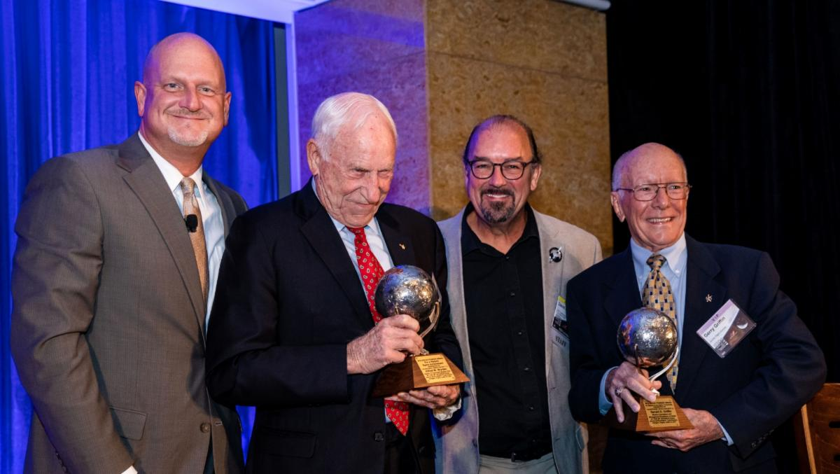 Al Worden gets Space Pioneer Award at ISDC